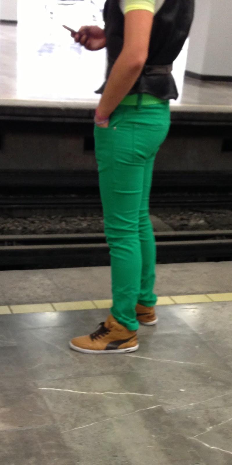 Rico culo en metro l2 - 2 1